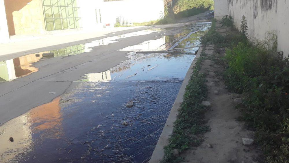 Pasillos inundados de la UMECA, afectan paso de empleados e imputados