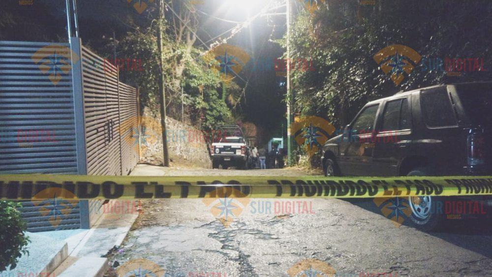 Sicarios ejecutan a una joven en la entrada de su casa en Cuernavaca
