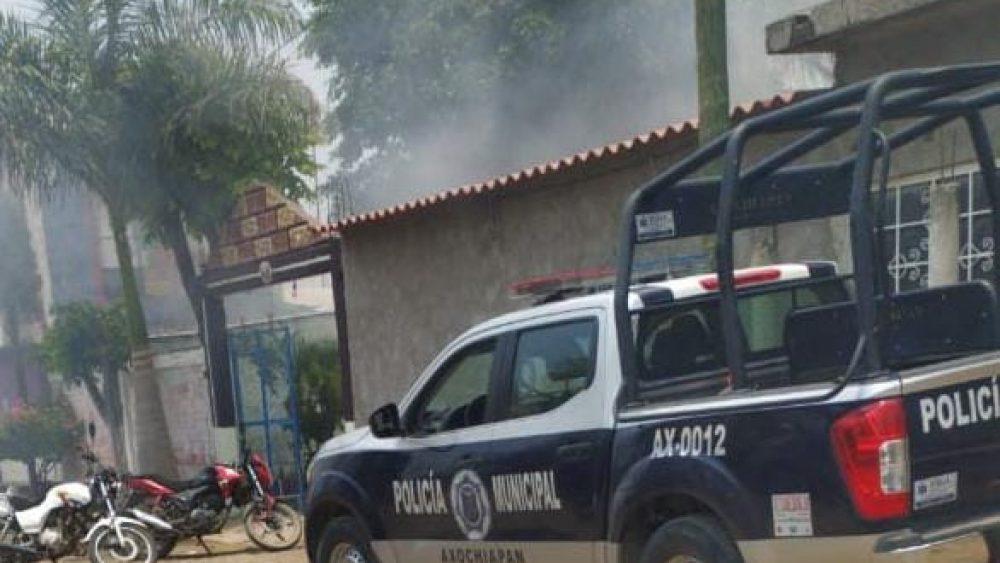 Queman pobladores de Telixtac vivienda donde compraron alcohol adulterado