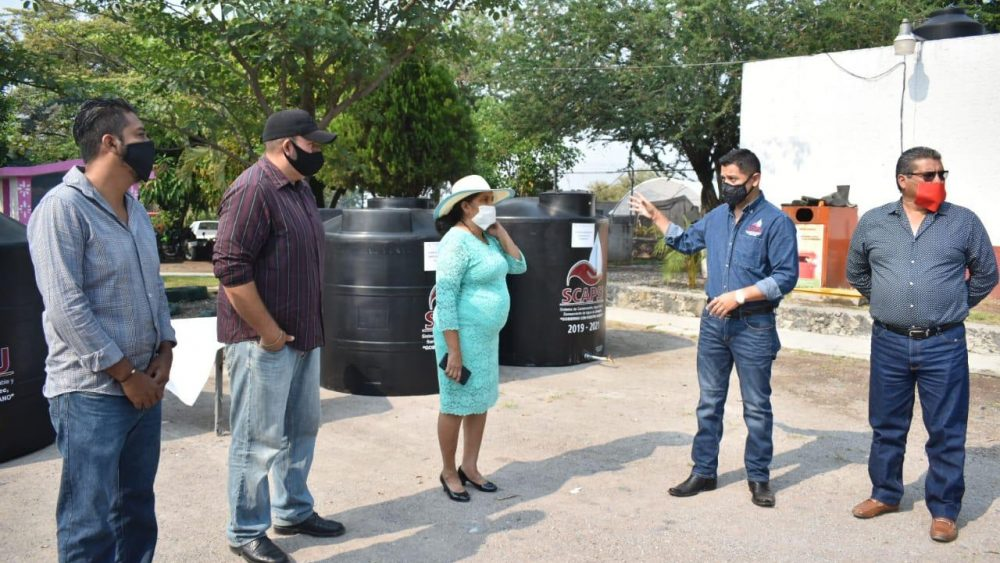 Entrega SCAPSJ tinacos de agua potable para consumo comunitario en Jiutepec